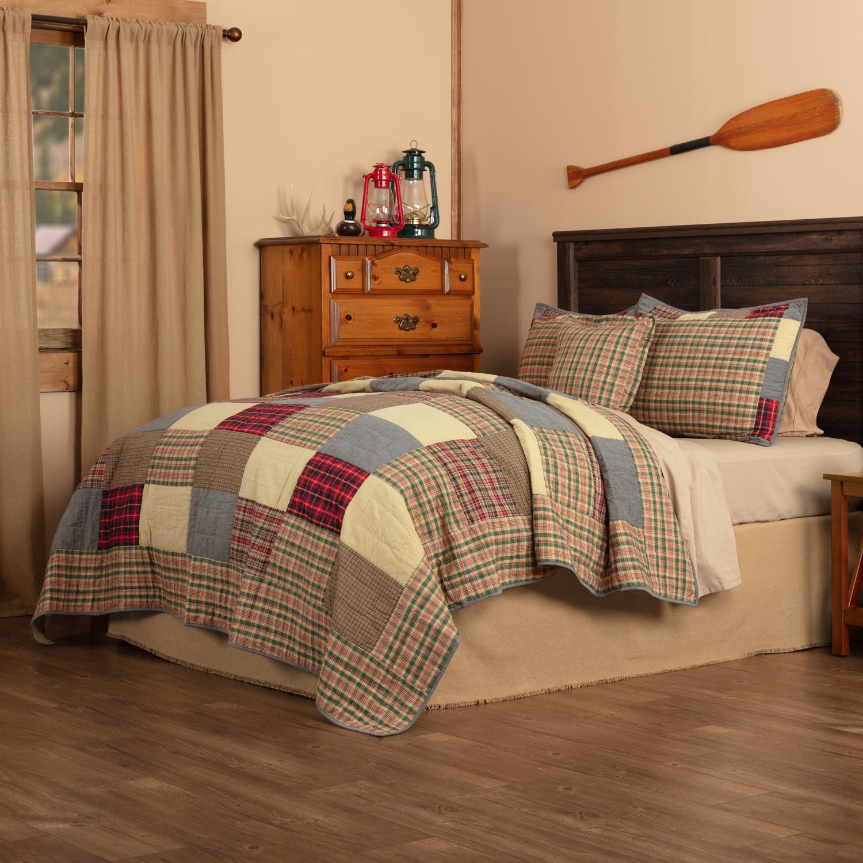 Rustic Plaid Patch King Quilt Set; 1-Quilt 105Wx95L w/2 Shams 21x37, 1-Pillow Cover 18x18