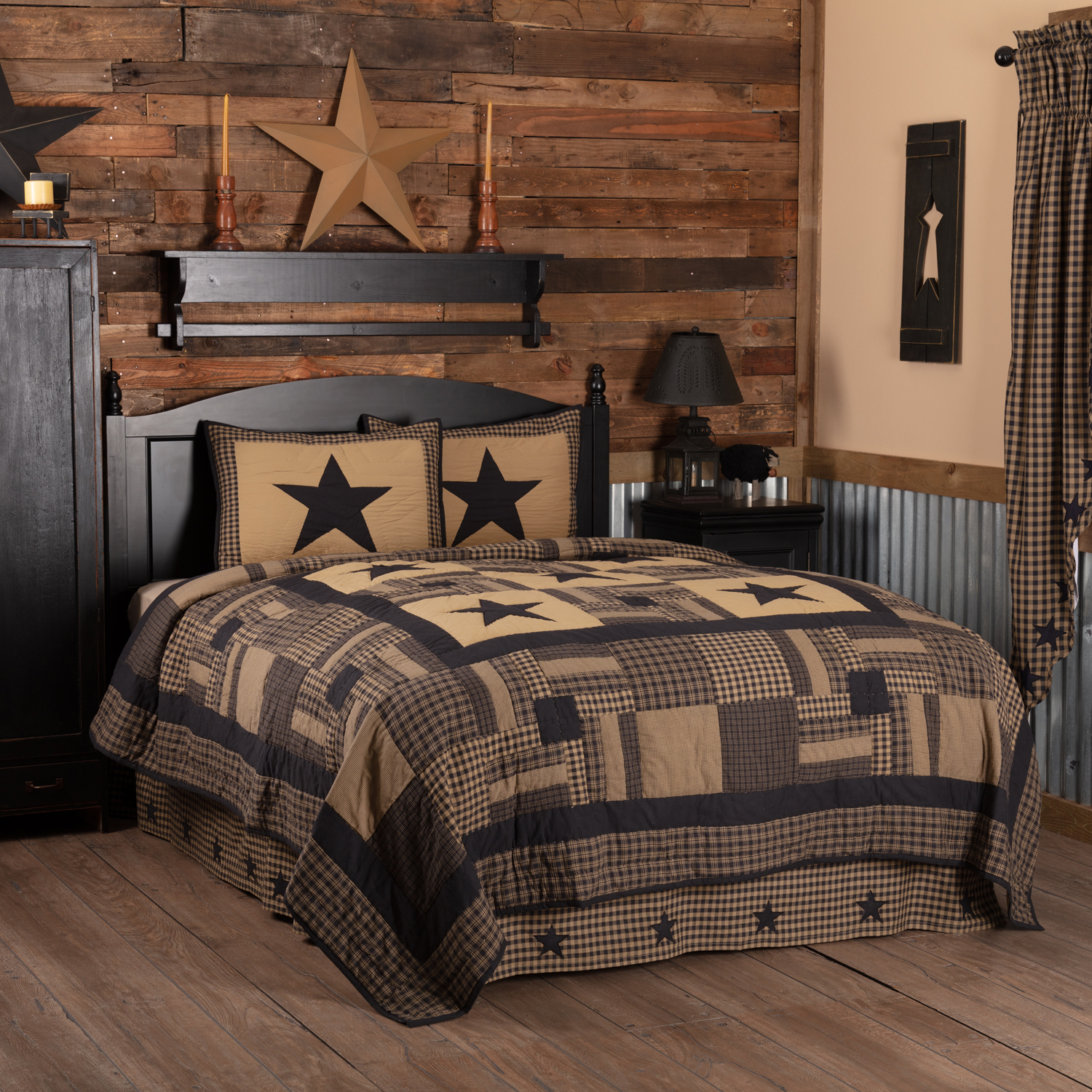 Black Check Star Queen Quilt Set; 1-Quilt 90Wx90L w/2 Shams 21x27