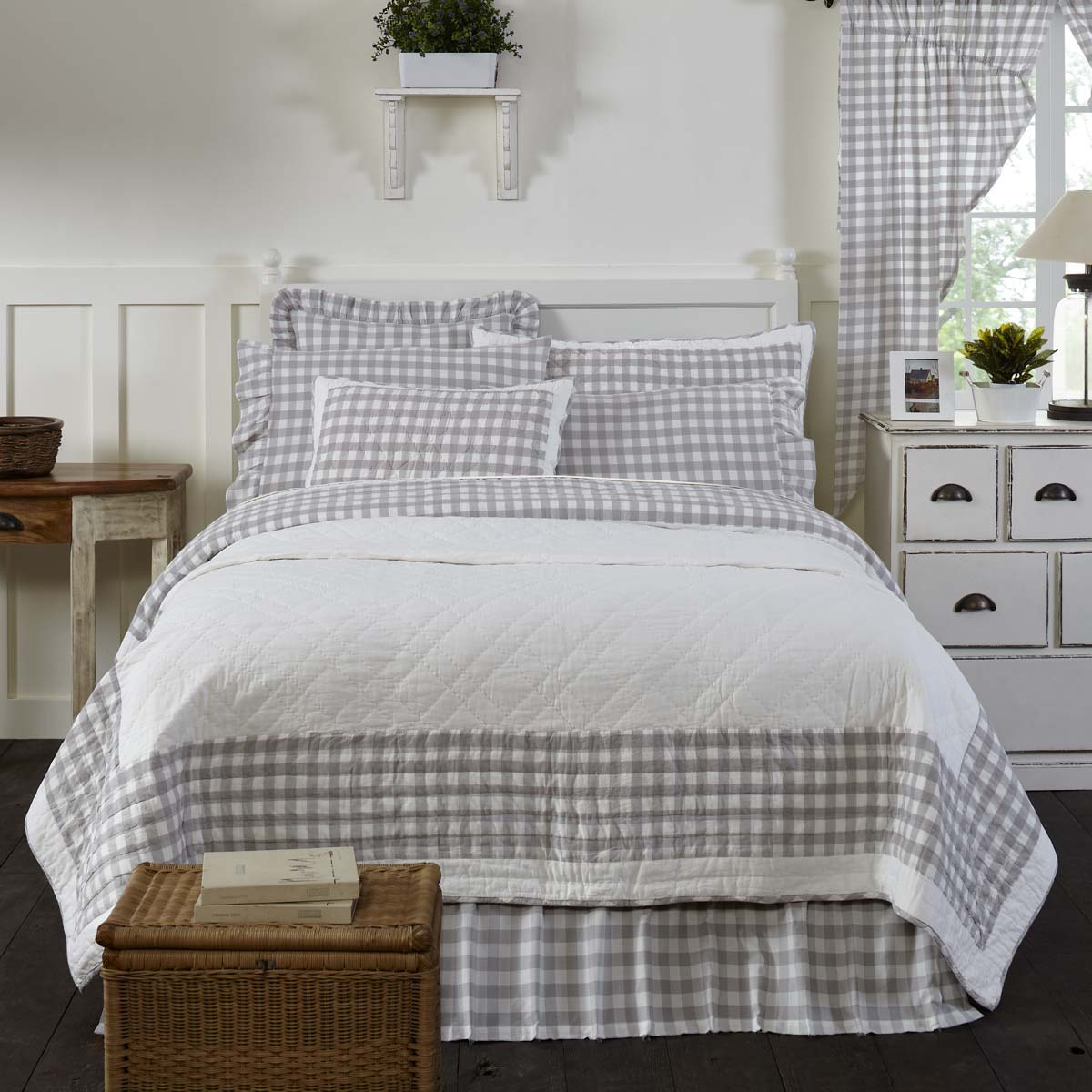 Annie Buffalo Grey Check King Quilt 105Wx95L
