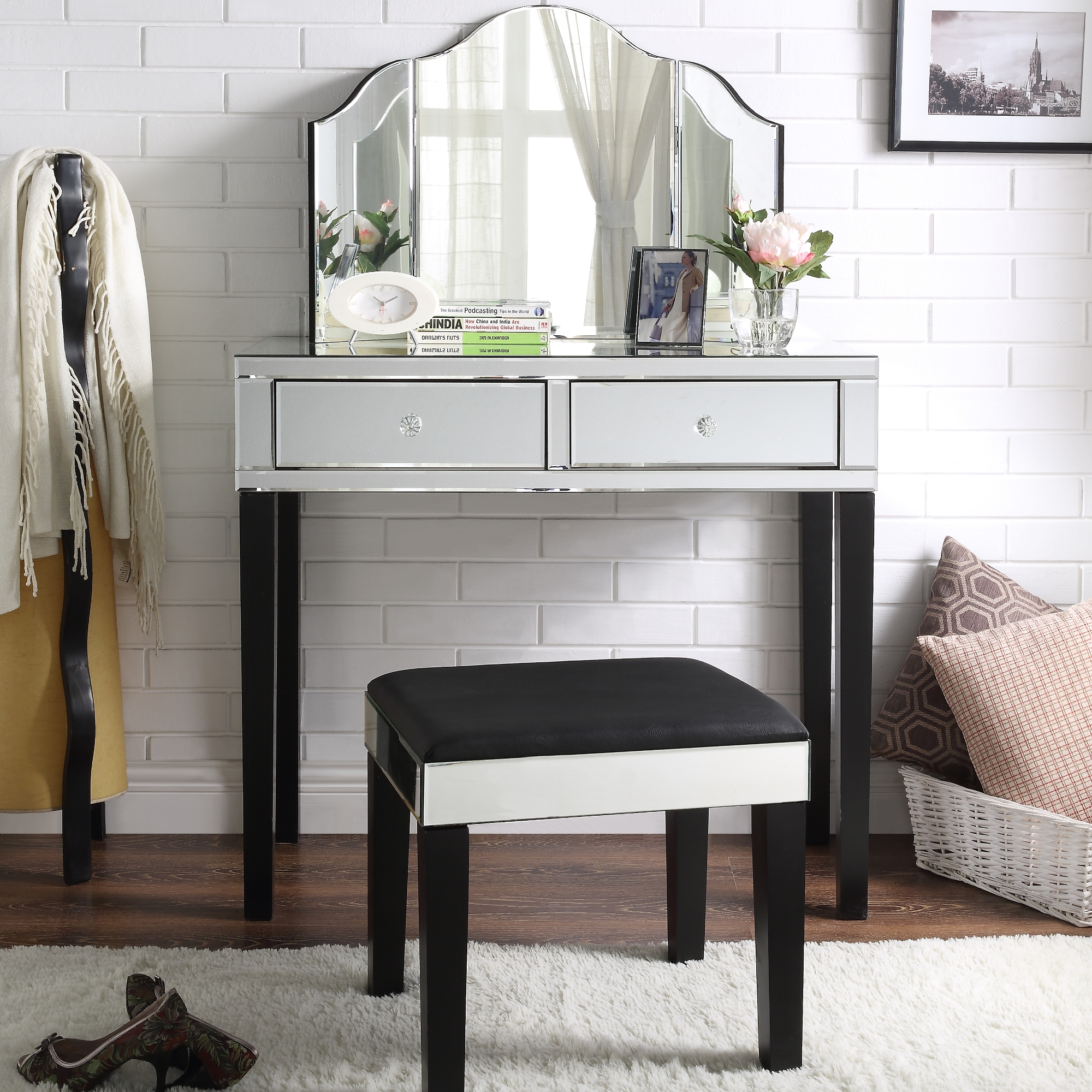 Inspired Home Black Jewelry Furniture Trifold Mirror