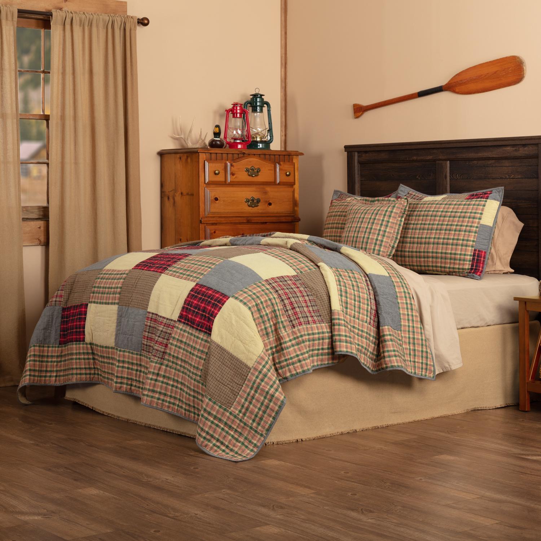 Rustic Plaid Patch Queen Quilt Set; 1-Quilt 90Wx90L w/2 Shams 21x27, 1-Pillow Cover 18x18