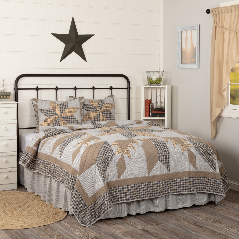 Dakota Star Farmhouse Blue King Quilt Set; 1-Quilt 105Wx95L w/2 Shams 21x37