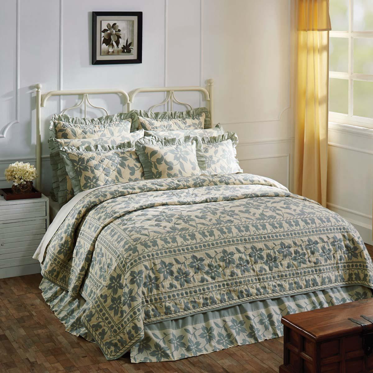 Briar Sage Luxury King Quilt 120Wx105L