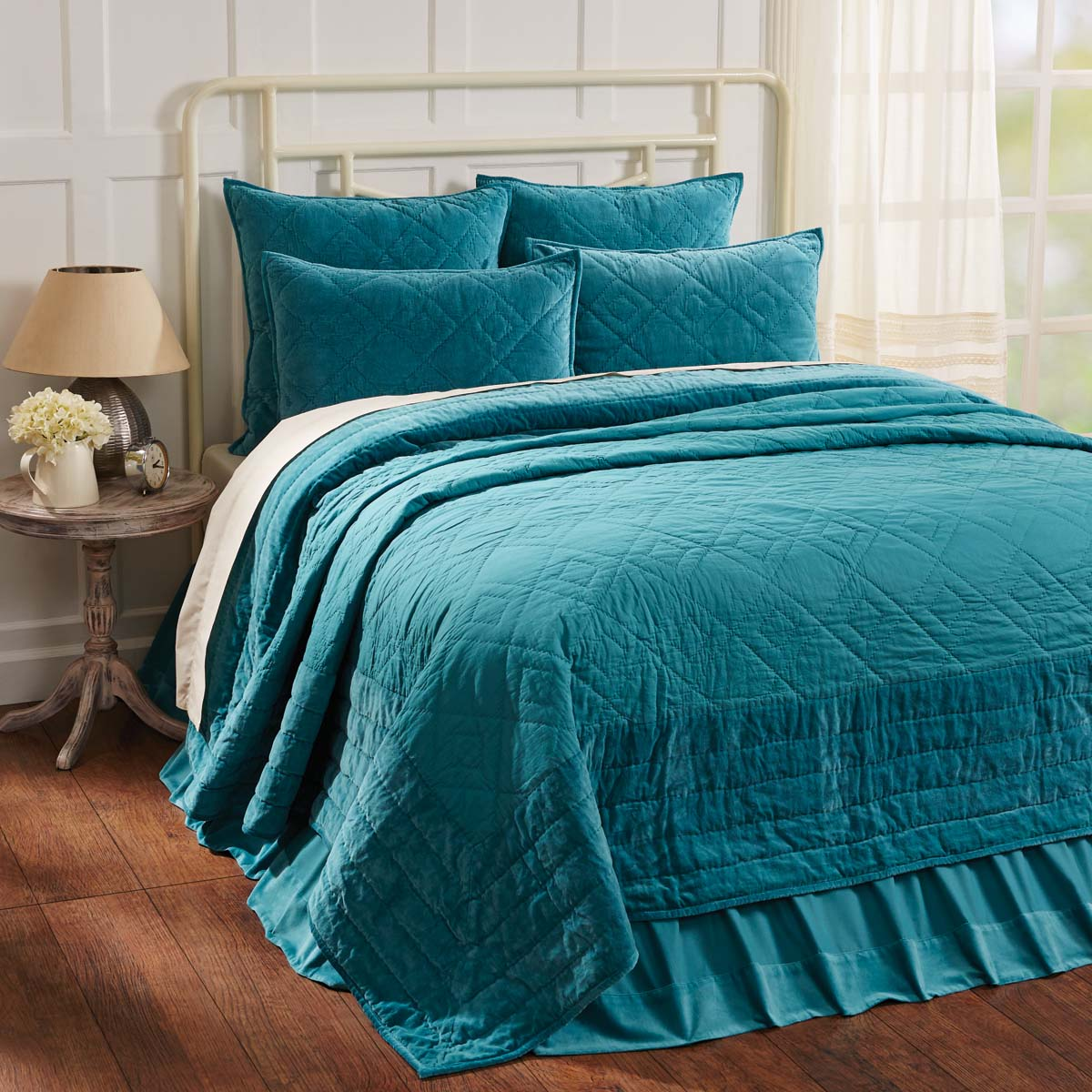 Eleanor Teal King Quilt 105Wx95L