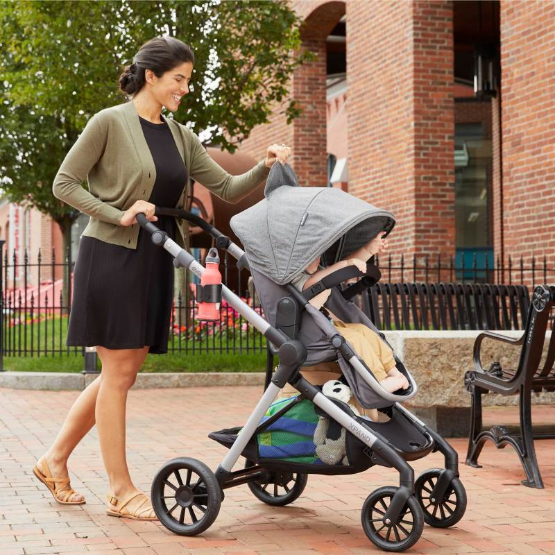 Pivot Xpand™ Modular Stroller (Stallion) Lifestyle Photo
