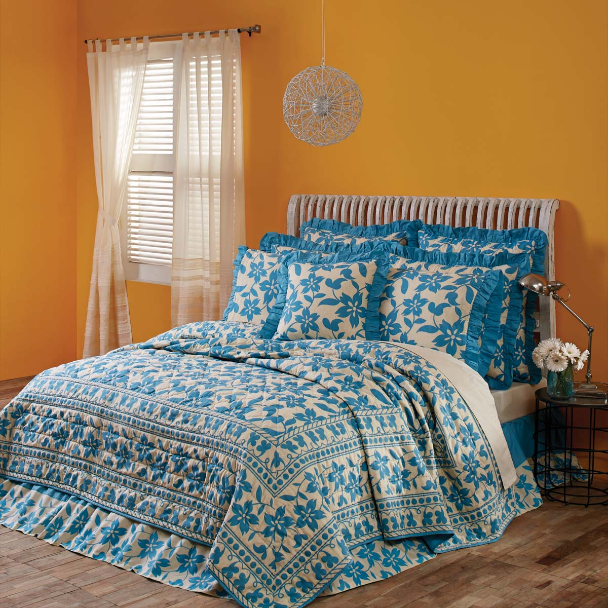 Briar Azure Luxury King Quilt 120Wx105L