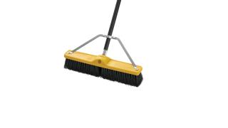 59jm22-fg9b0600bla-fg635700bla-fg9b7100000-rcp-cleaning-18in-push-broom-black-detail.tif
