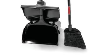 fg637400bla-fg253200bla-rcp-cleaning-broom-and-dustpan-black-detail 1.tif