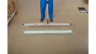 FGQ59500YL00-FGQ46086GR0000-rcp-hygen-dust-mop-in-large-use-instructional-2.tif