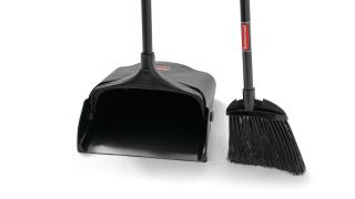 59jm14-fg637400bla-fg253204bla-rcp-cleaning-broom-and-dustpan-black-detail.tif