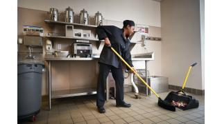 2018781-rcp-cleaning-maximizer-stand-up-debris-pan-18in-foodservice-back-of-house-talent-in-use.tif