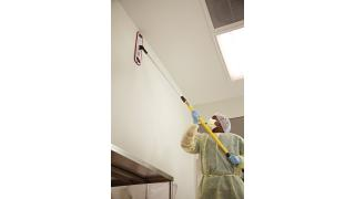FGQ56000YL00-cleaning-quickconnectframe-18in-yellow-in-use-operatingroom-walls-5.tif