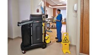 FGQ95000YEL-cleaning-charging-bucket-yellow-in-use-patientroom-3.tif