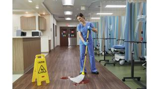 2017060-rcp-cleaning-mops-rapid-absorb-biohazard-mop-head-with-blood-healthcare-in-use.tif
