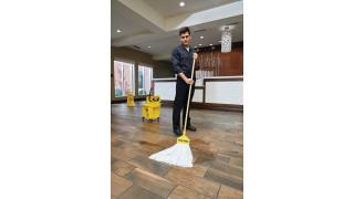 2025503-rcp-disposable-mop-invader-handle-hospitality-male-in-use-1.tif