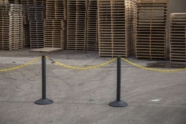 ChainBoss Stanchion - Black Empty with Yellow Chain 16