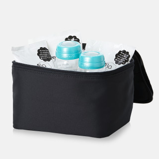 Cooler Storage: The insulated bag helps keep your breast milk cold longer, storing up to six Evenflo Feeding Milk Collection Bottles and three Evenflo Feeding Ice Packs.