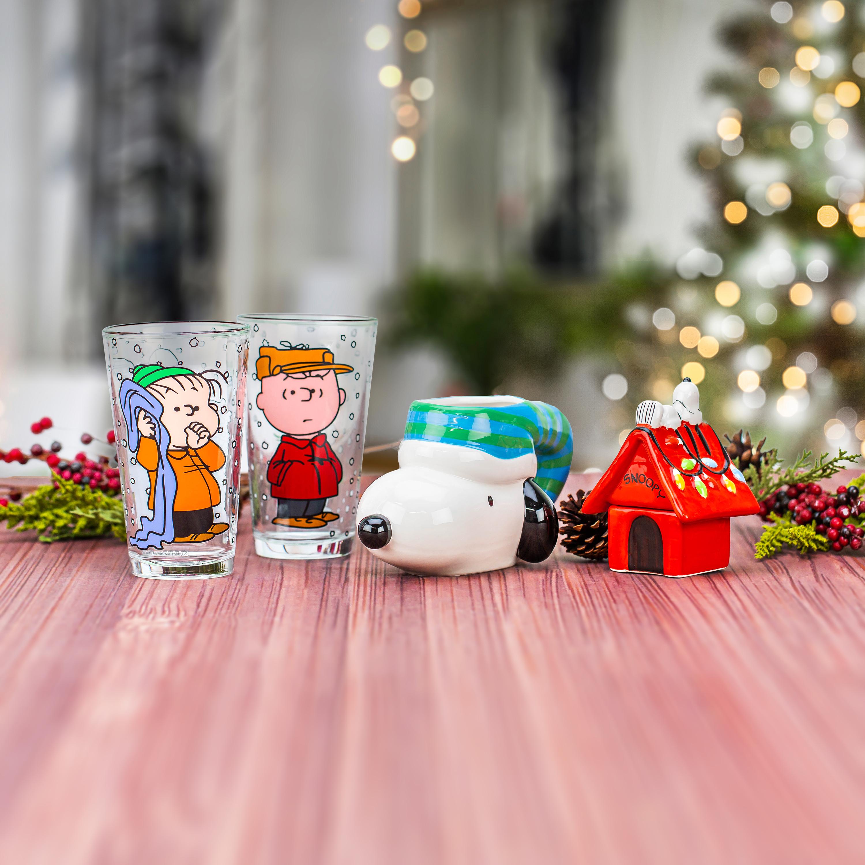 Peanuts 10 ounce Coffee Mug, Snoopy slideshow image 6