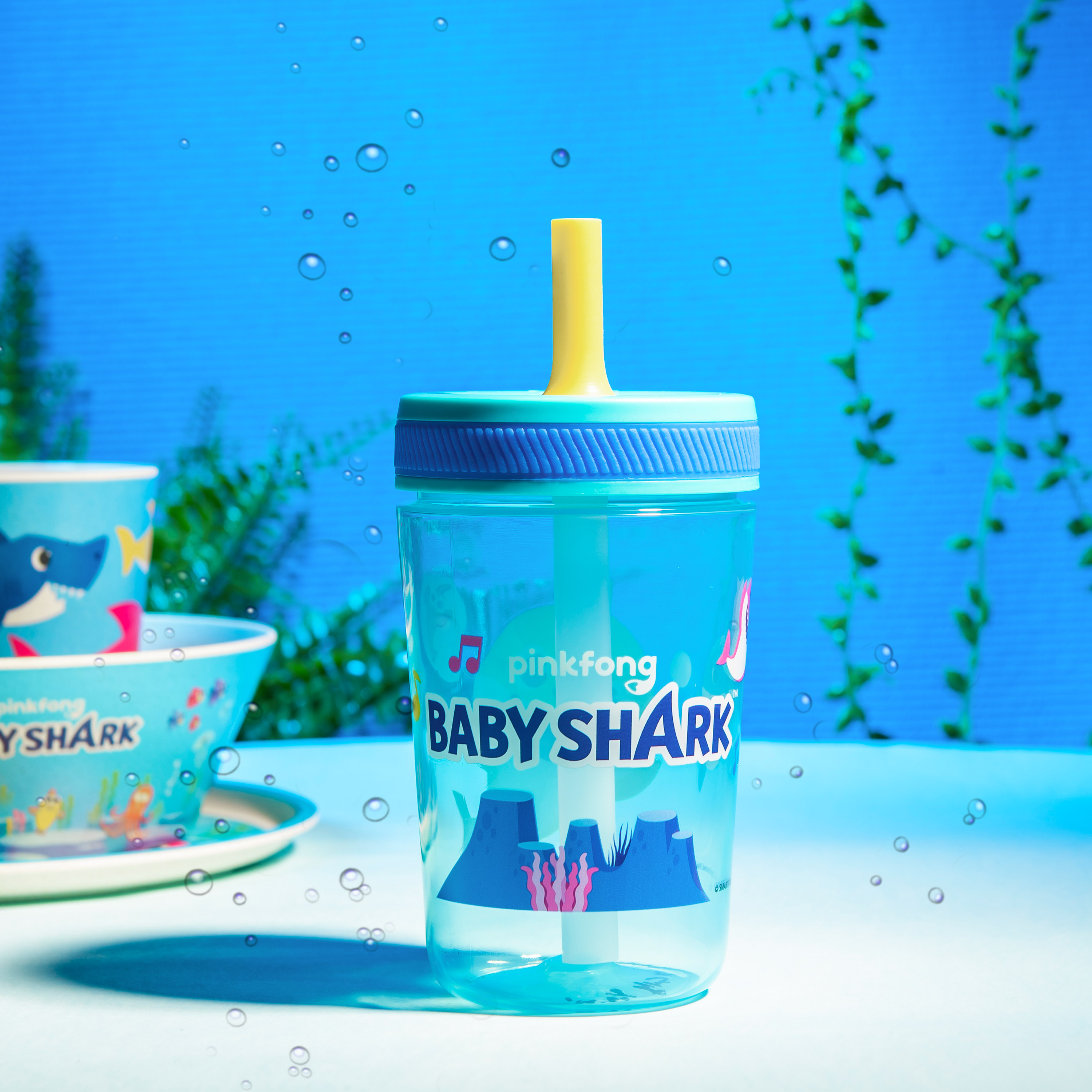 Pinkfong 15  ounce Plastic Tumbler with Lid and Straw, Baby Shark, 2-piece set slideshow image 5