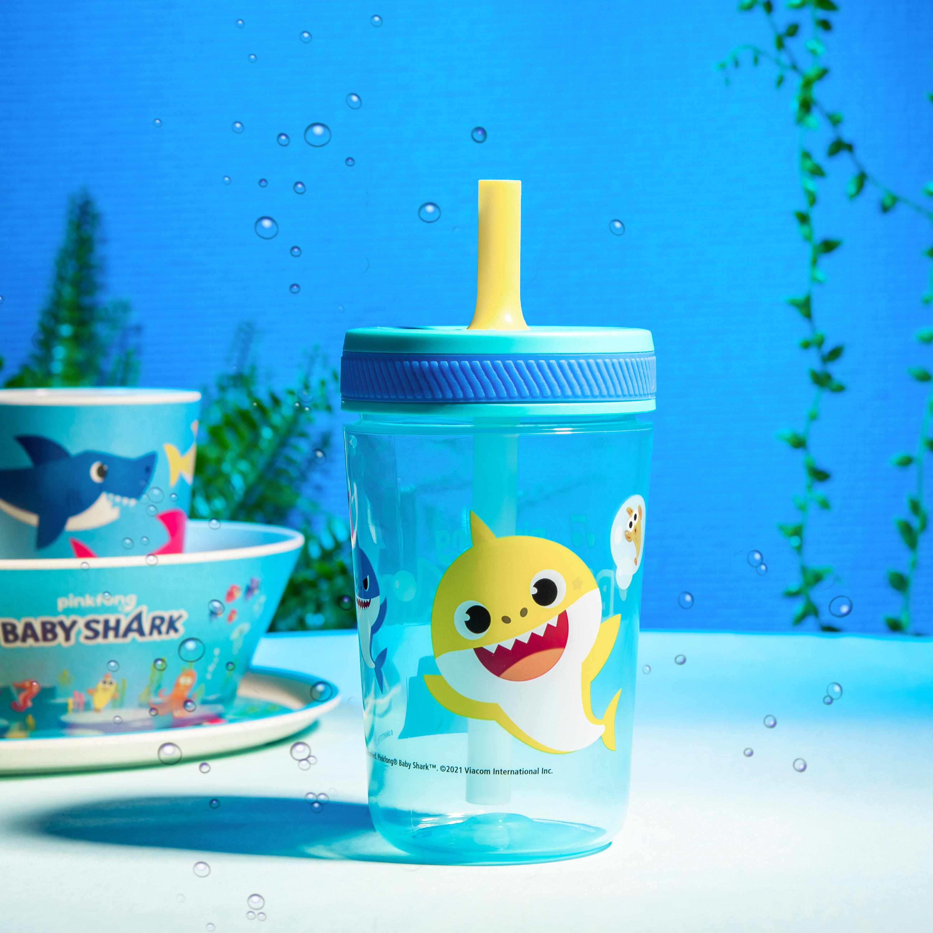 Pinkfong 15  ounce Plastic Tumbler with Lid and Straw, Baby Shark, 2-piece set slideshow image 3
