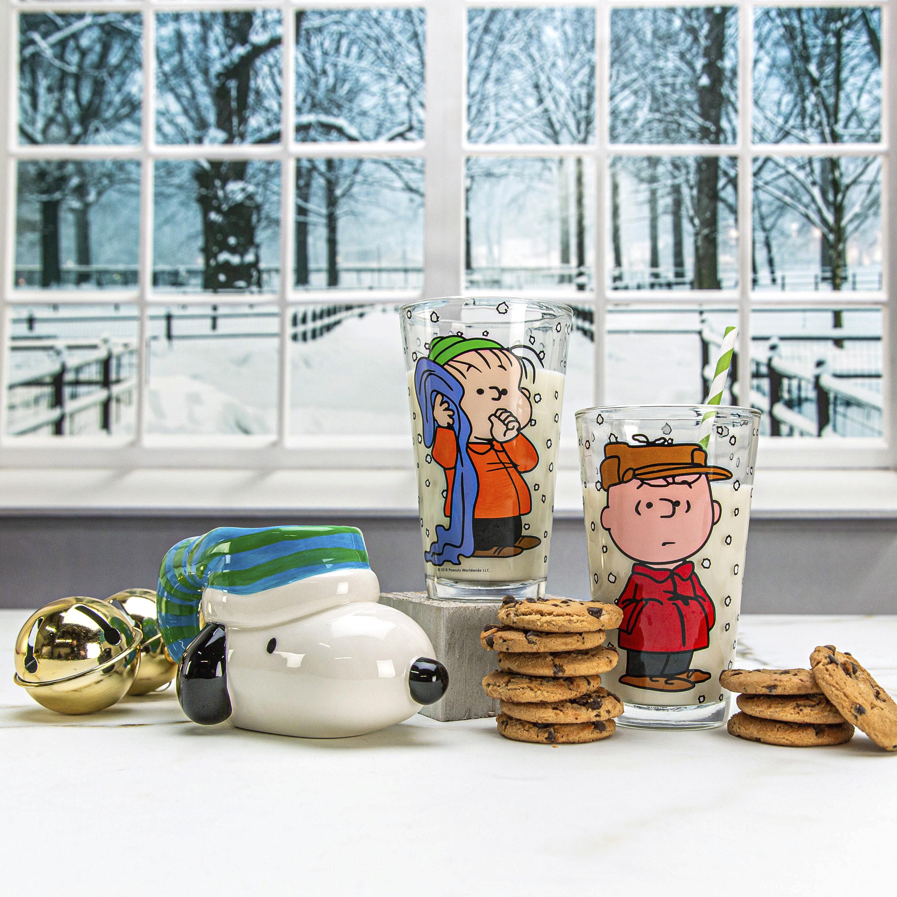 Peanuts 10 ounce Coffee Mug, Snoopy slideshow image 4