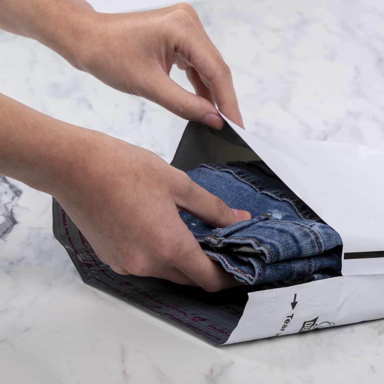 Duck® Brand Reusable 2-Way Flexible Mailers