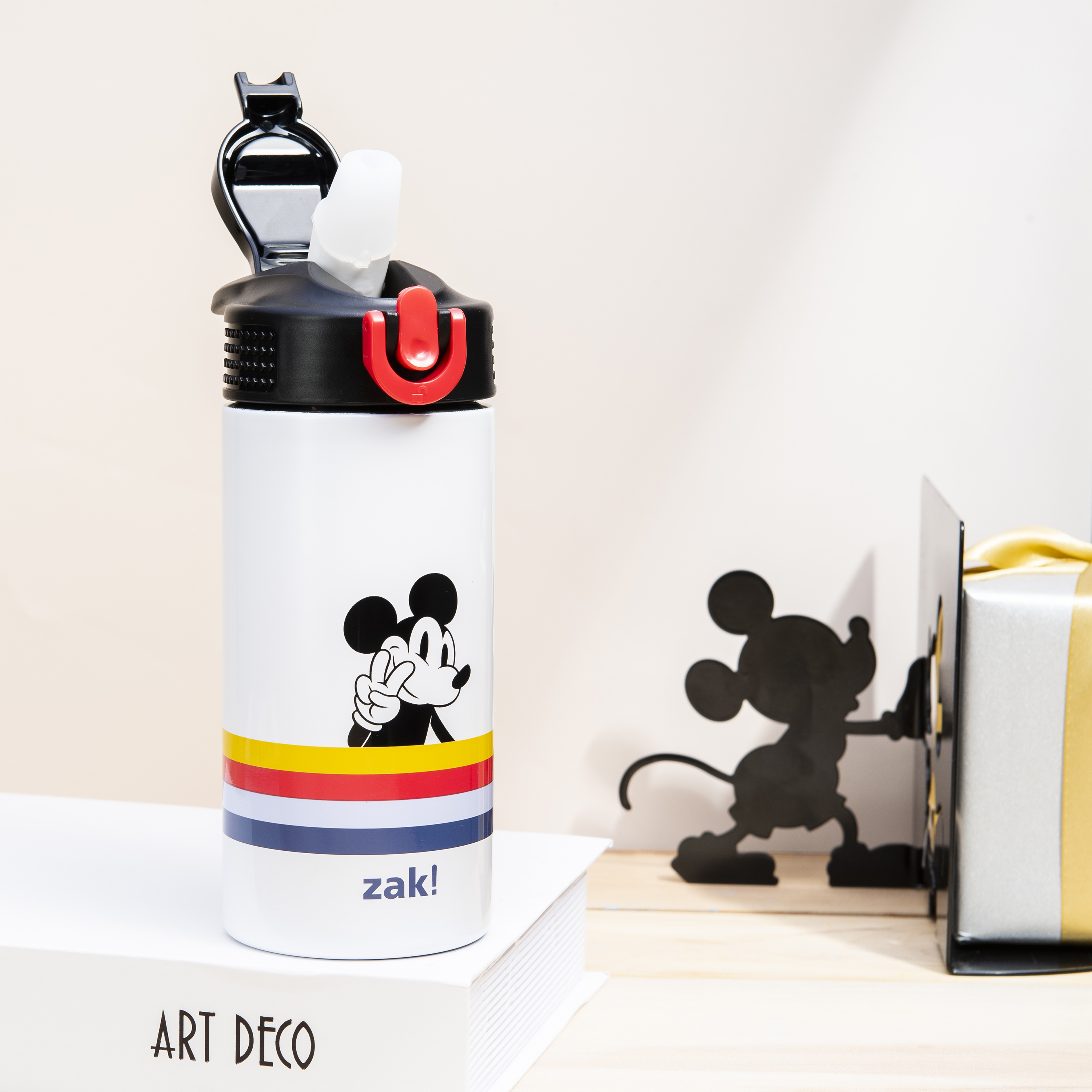 Disney 14 ounce Stainless Steel Vacuum Insulated Water Bottle, Mickey Mouse and Minnie Mouse slideshow image 10