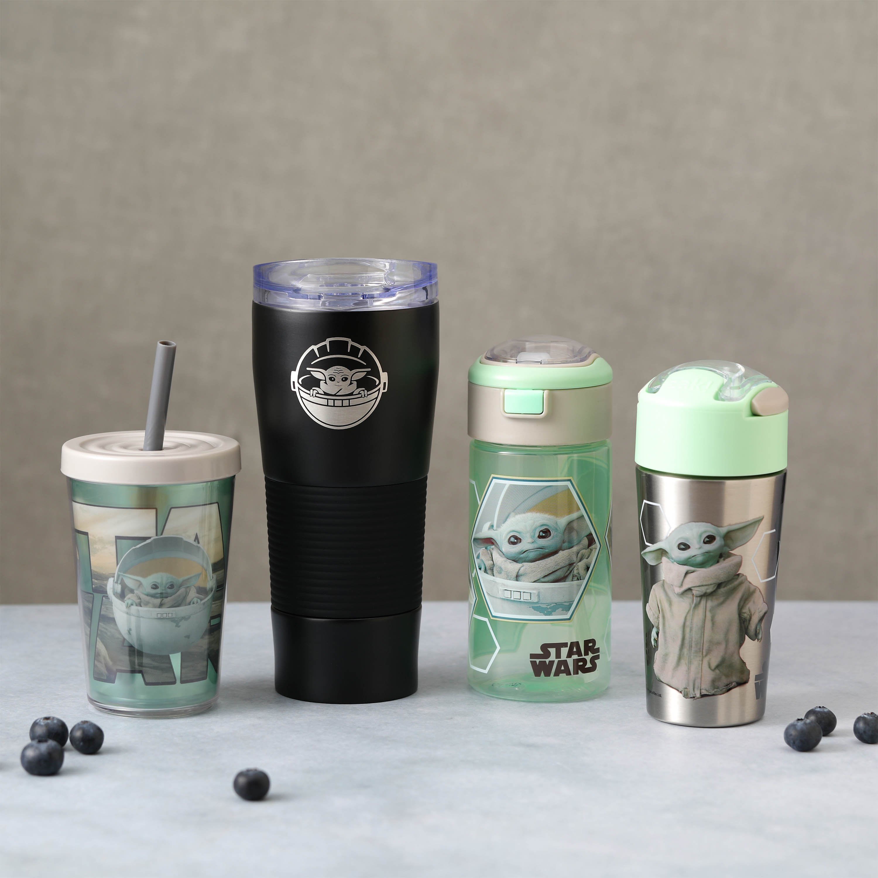 Star Wars: The Mandalorian 18 ounce Reusable Water Bottle with Straw, The Mandalorian slideshow image 3