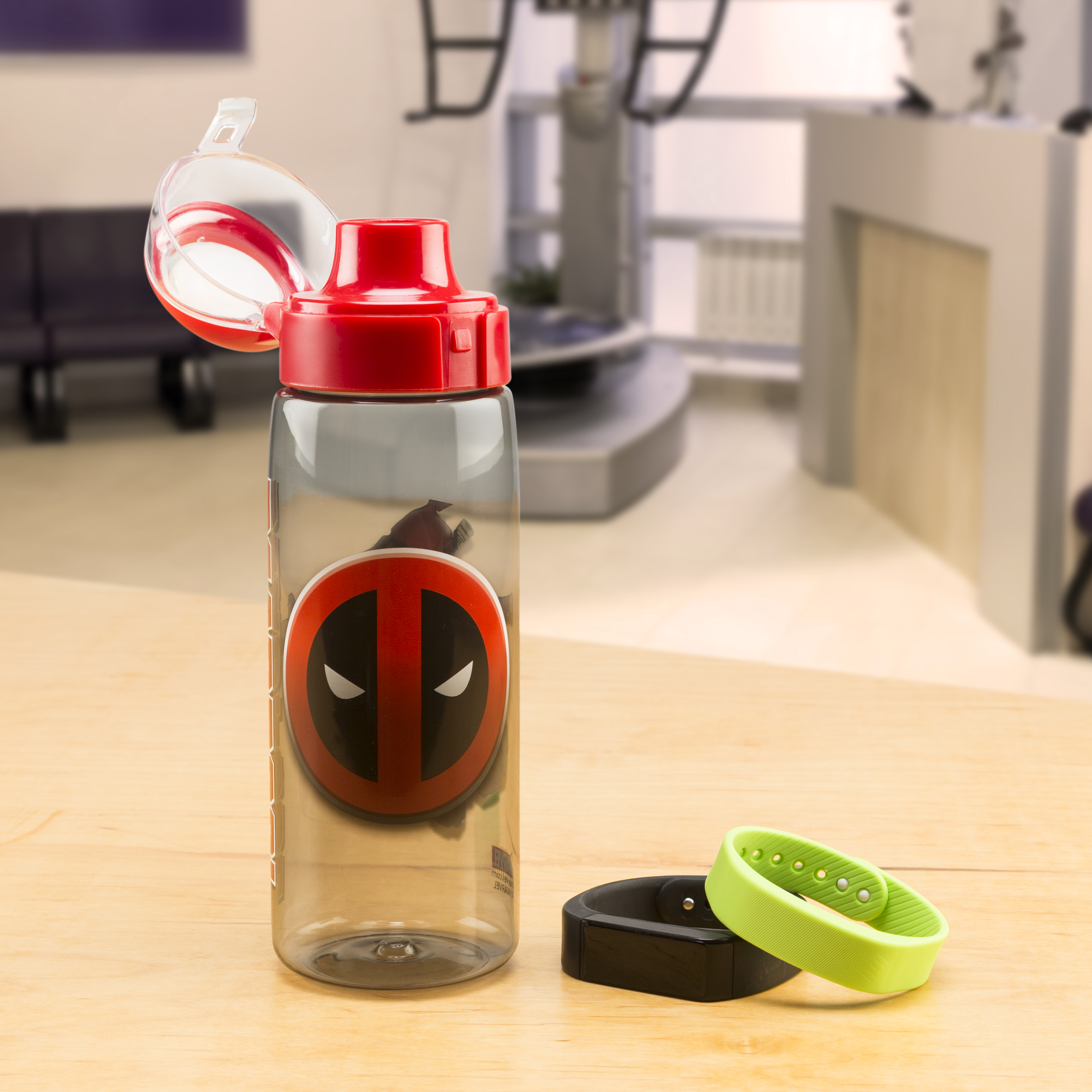 Marvel Comics 25 ounce Water Bottle, Deadpool slideshow image 3