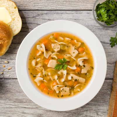 CAMPBELL'S® SIGNATURE REDUCED SODIUM CHICKEN NOODLE SOUP